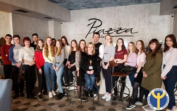 Чеський шеф-кухар в Чортківському City-Cafe учив дітей робити коктейлі